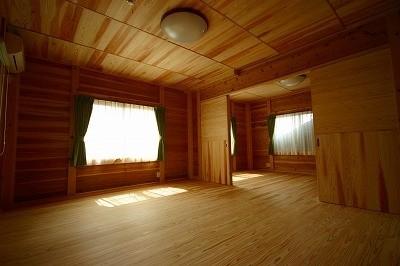 建具で仕切り奥にも洋室があります。