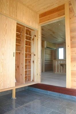 オリジナルの下駄箱 御影石の玄関
