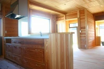 対面式 キッチン 自然素材の明城オリジナルシステムキッチンです。